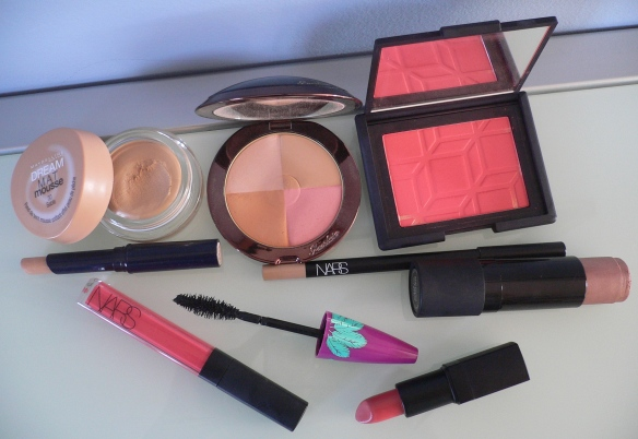 products-makeup-glossy-coral-july-13