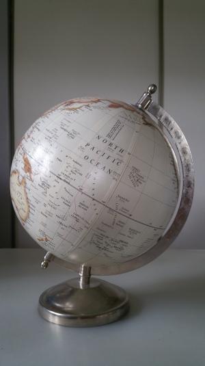 globe-terrestre-blanc